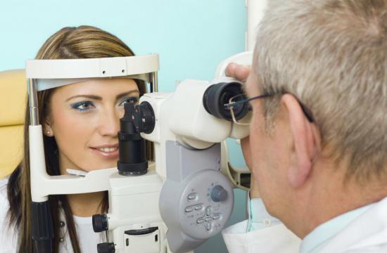 На начальной стадии острота зрения не меняется