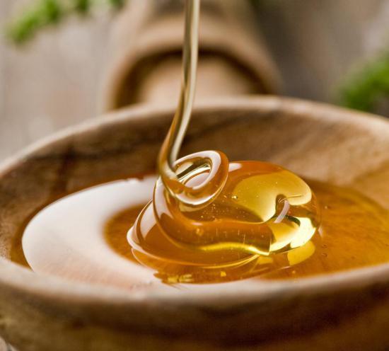 При лечении геморроя мед может быть опасным