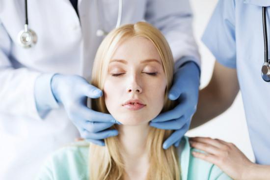 Лечение гайморита начинается с посещения врача