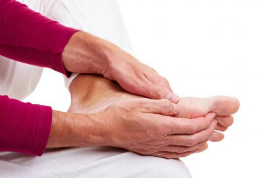 Симптомы шпоры проявляются во время движений