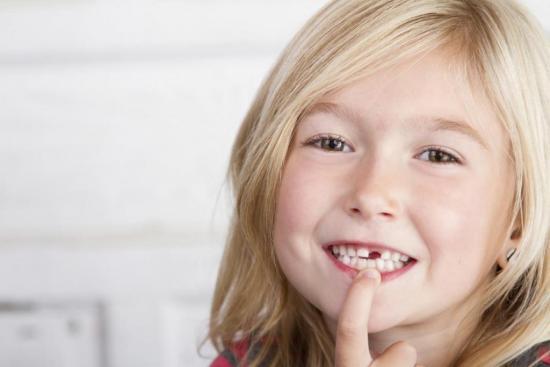 Иногда смена молочных зубов сопровождается проблемами