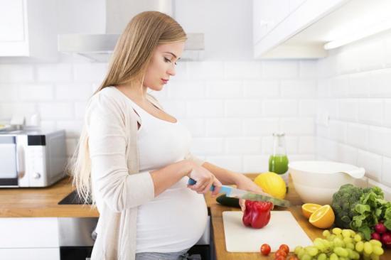 При беременности болезнь лечится соблюдением режима питания
