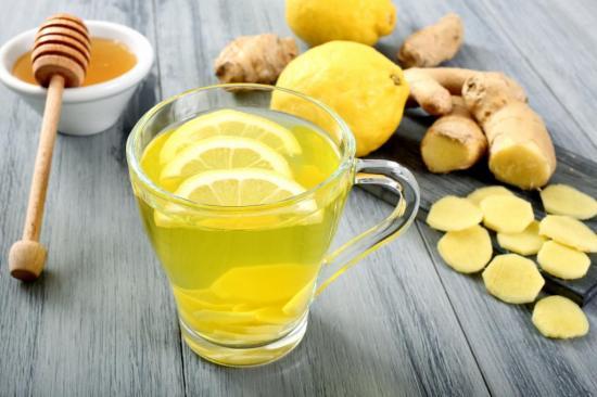 С помощью меда и лимона можно осветлить волосы