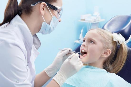 Молочные зубы существенно отличаются от коренных