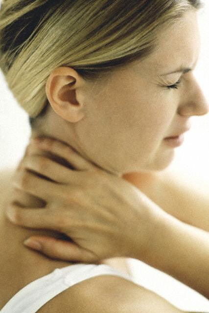 Болит шея с левой стороны у ребенка температура