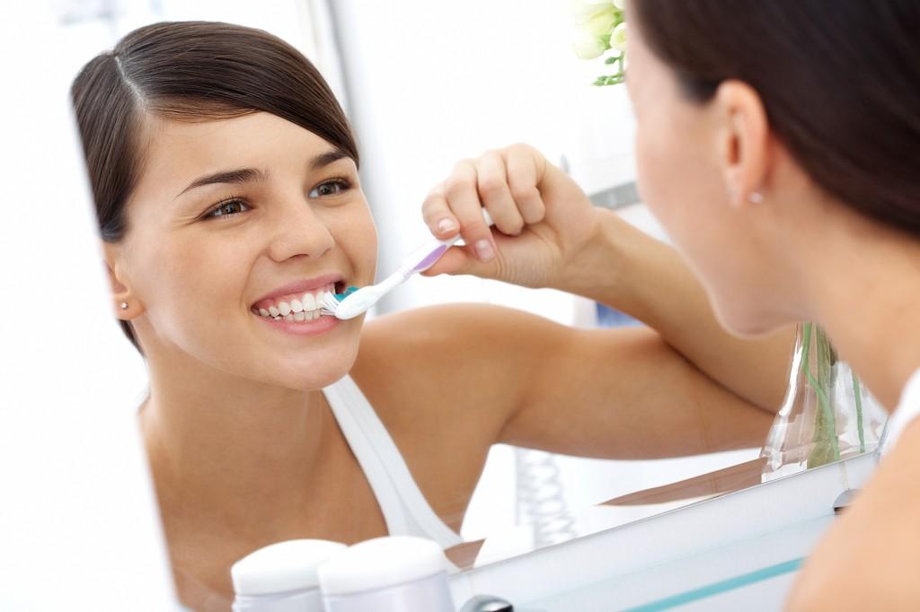 Отбеливающая паста помогает отбелить зубы